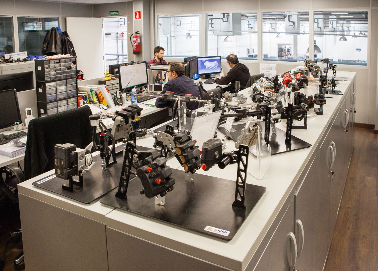 La Ingeniería de J.Juan se divide en dos áreas: la de sistema de freno y la de tubo y cable