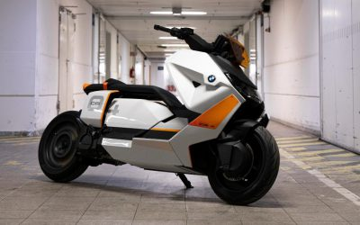 J.Juan equips the BMW CE 04; an electric scooter ahead of its time